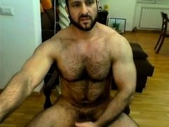 Iranian muscle bear beats his meat